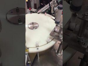 automatski stroj za punjenje i zatvaranje losiona za male boce